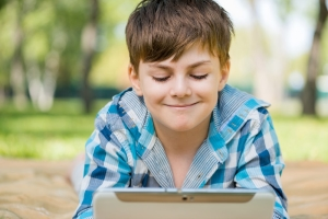 How to monitor kids phone text messages without letting them know?