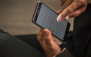 read husband text message