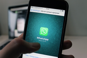 how to read someones whatsapp messages